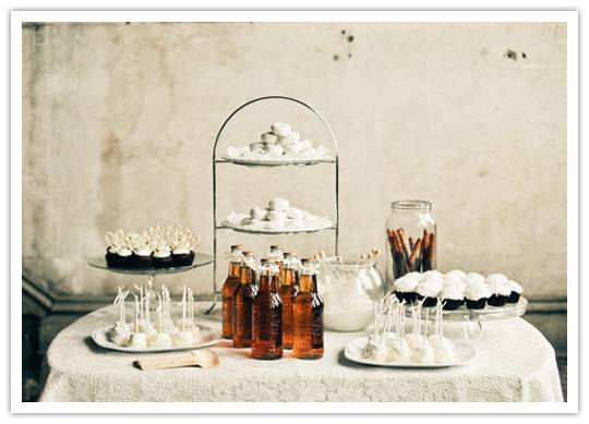 ib table Winter Whites: A Gorgeous Dessert Table in Neutrals