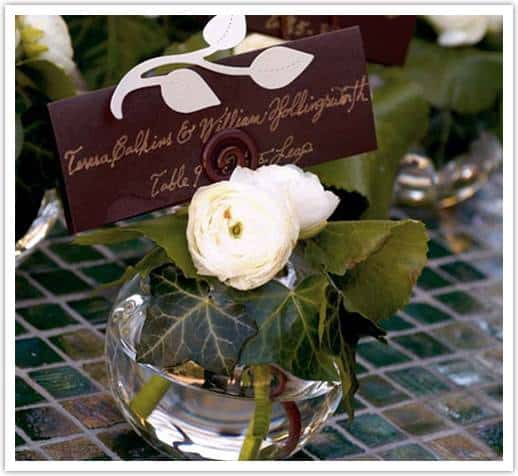 garden gathering vases white ranunculus ivy tu photography Fun Escort Card Ideas