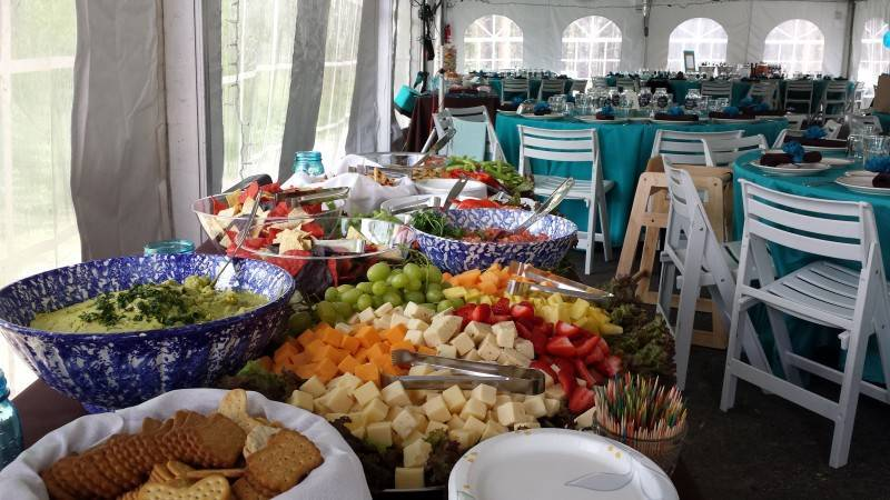 3 800x450 How to Plan a Potluck Wedding