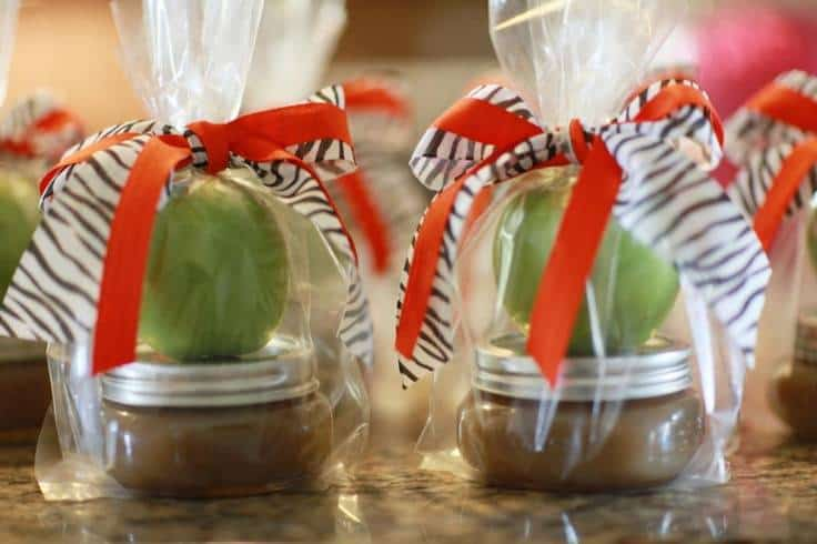 b2c599e4755f7719758f04e5bfa27b74 Delicious Wedding Shower Favors for Fall: Apple Caramel Favors