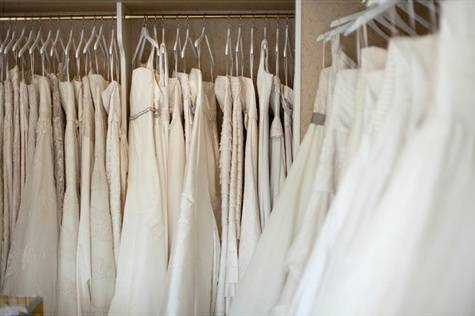 bfc27ff1fd83dd2ab53cf5ba8c430ad1 Finding the Perfect Beach Wedding Dress: What to Take Shopping With You