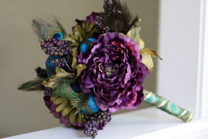 purple peony bouquet 700x466 Stunning Purple Wedding Theme Ideas