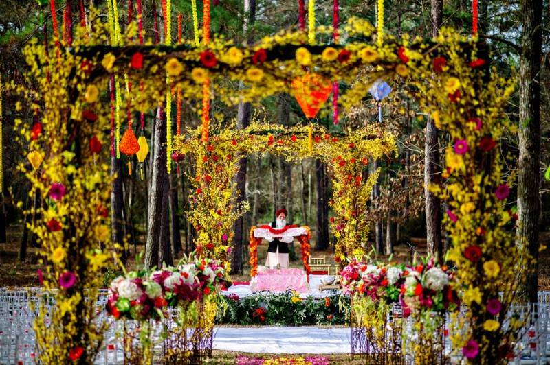7Singh Bhatt Caroline  Ben Photography submission28 800x532 A Joyful Outdoor Indian Wedding   Simply Gorgeous