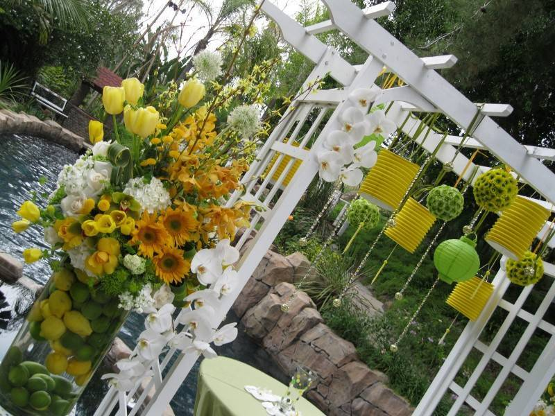 paper lanterns 800x600 Brilliant Garden Wedding Theme Ideas for Every Bride