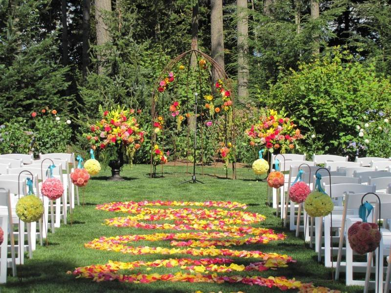 5 Great Ideas for a Romantic Backyard Wedding