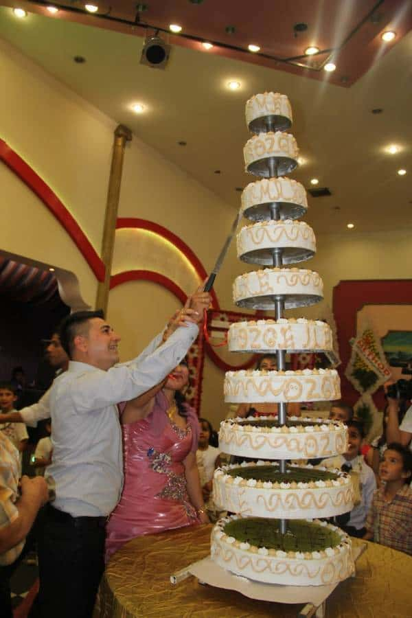 210 5 Huge, Beautiful Wedding Cakes