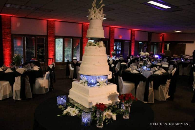 38 5 Huge, Beautiful Wedding Cakes
