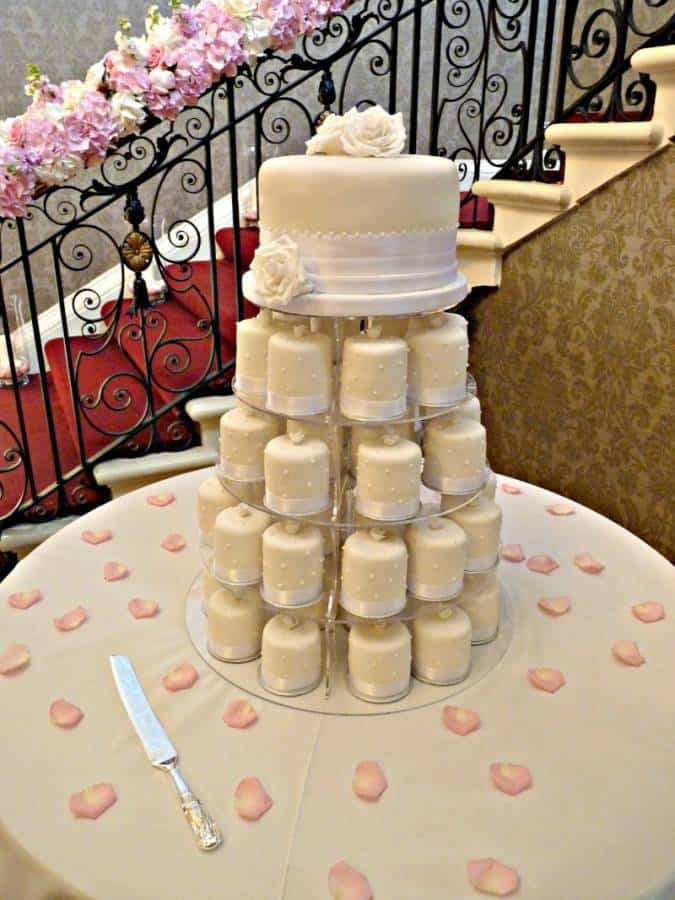 5 Huge, Beautiful Wedding Cakes