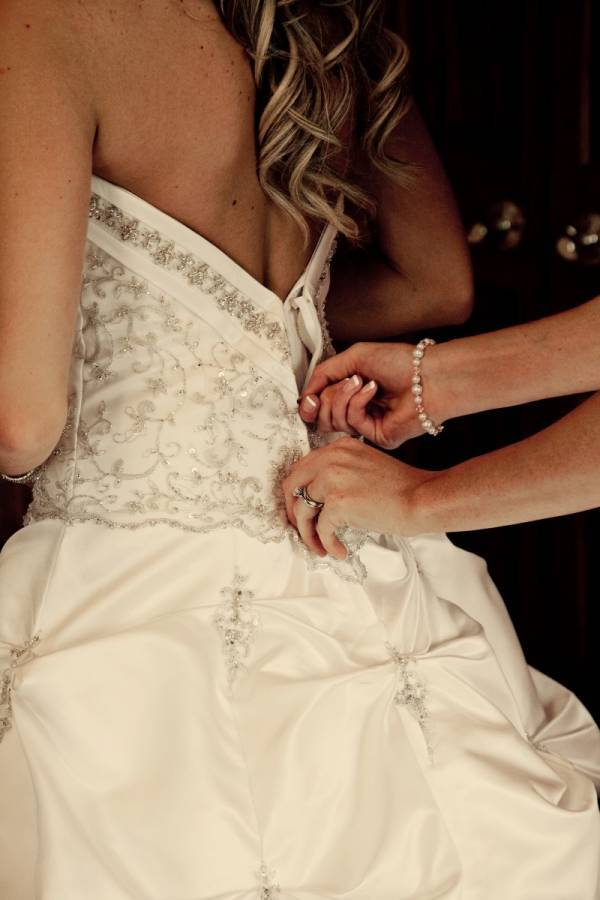 Helpful Tips to Make Sure Your Wedding Dress Fits Perfectly