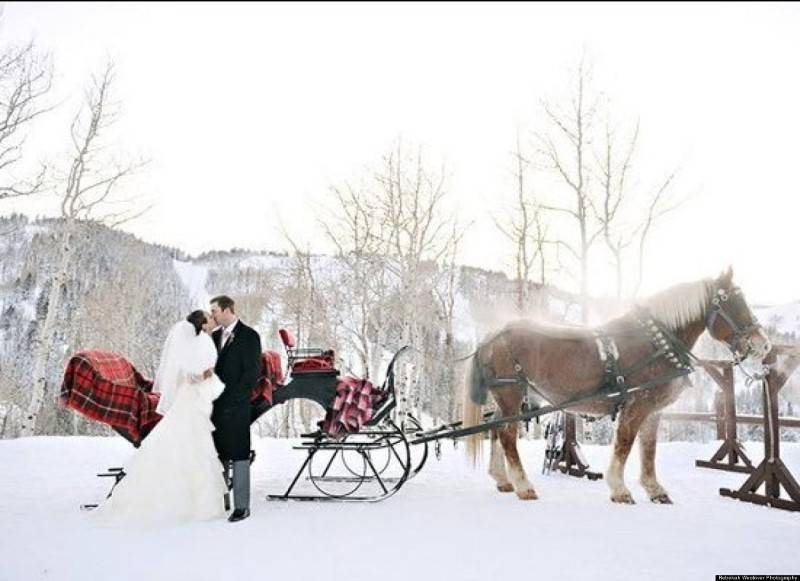 12 Beautiful Snowy Wedding Pictures