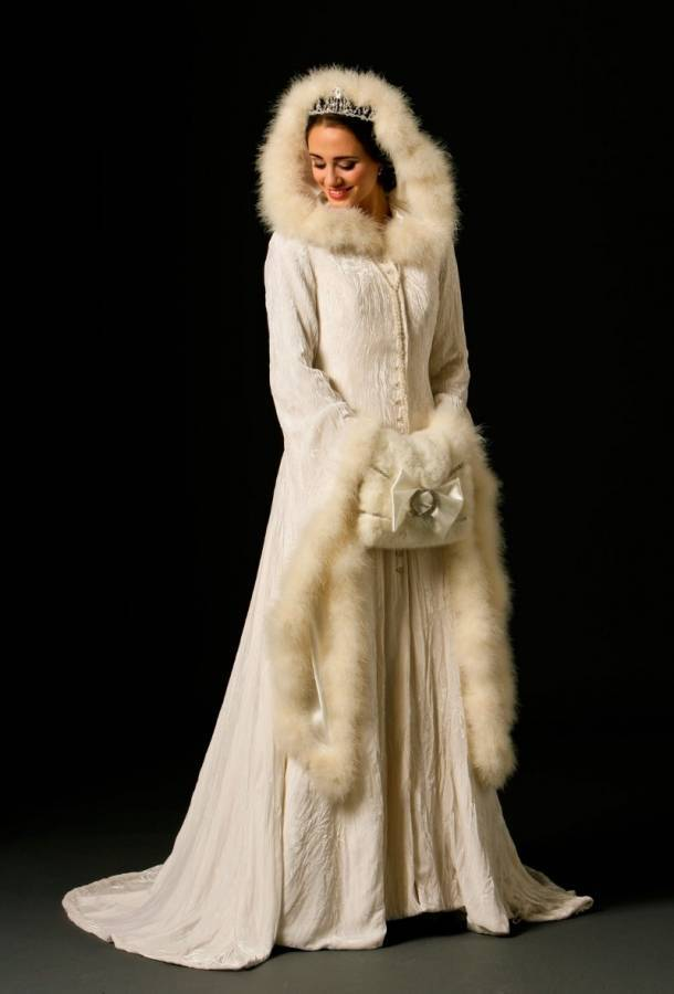 Elegant and Beautiful Winter Wedding Accessories