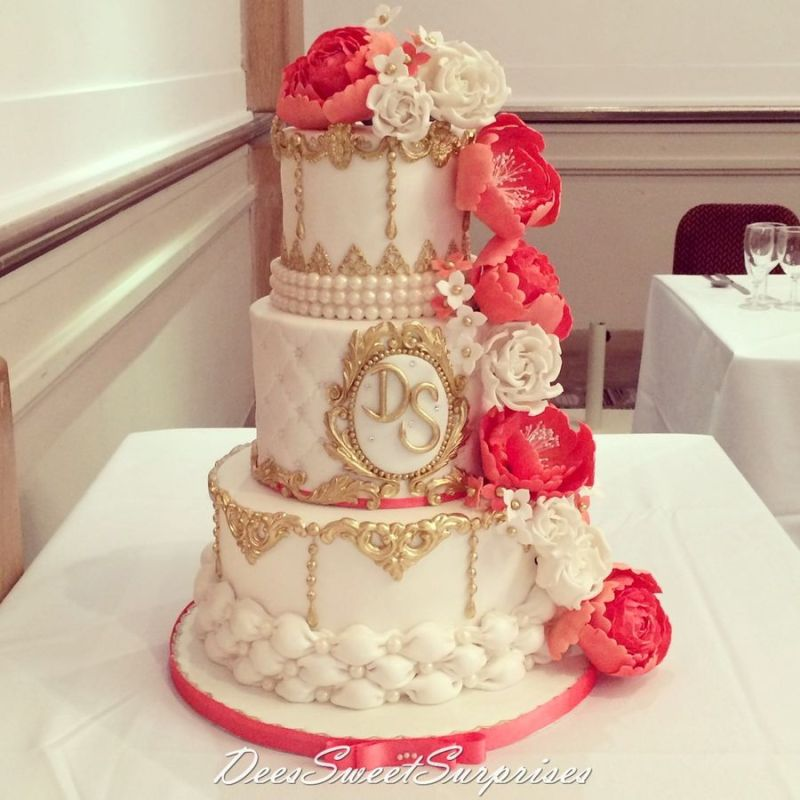 All That Glitters: Wedding Cakes Featuring Glitter and Gold