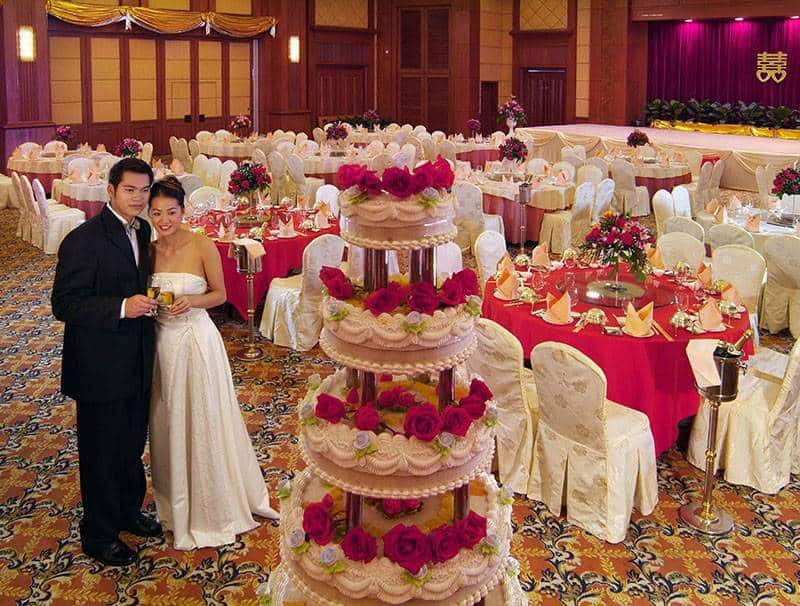 Chinese-wedding-with-red-accents