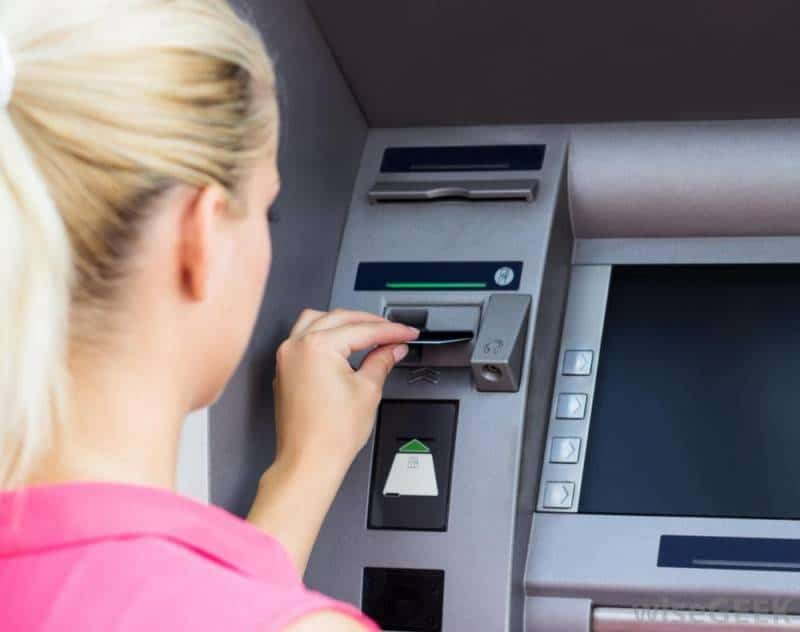women-at-atm