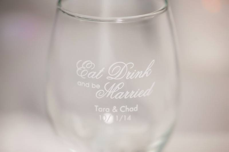 Personalized glass: engraved with their wedding date