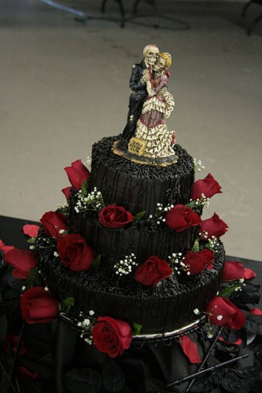 halloween-wedding-cakes-5451e59062391
