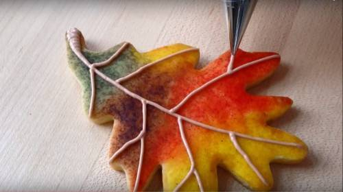 DIY fall leaf wedding cookies