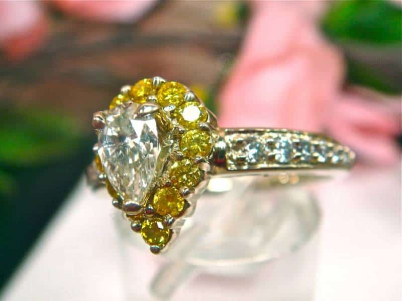 Canary-Yellow-Diamond-Engagement-Rings (1)