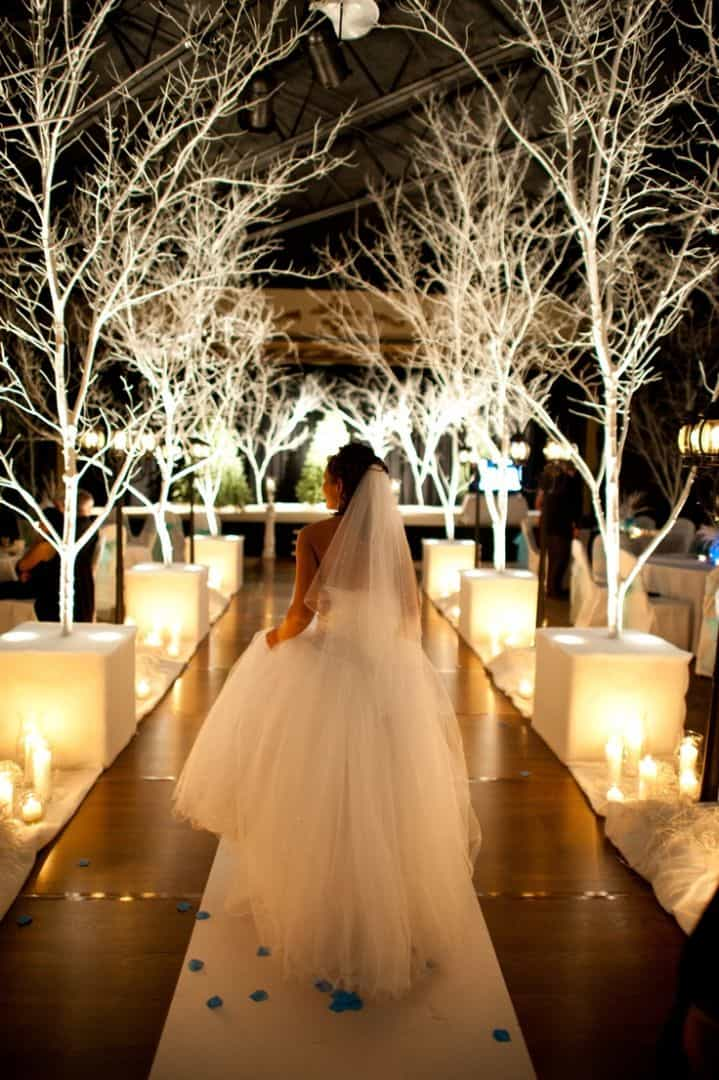 Photo by Pinterest via Winter Wedding Wonderland | https://www.pinterest.com/explore/winter-wonderland-wedding/