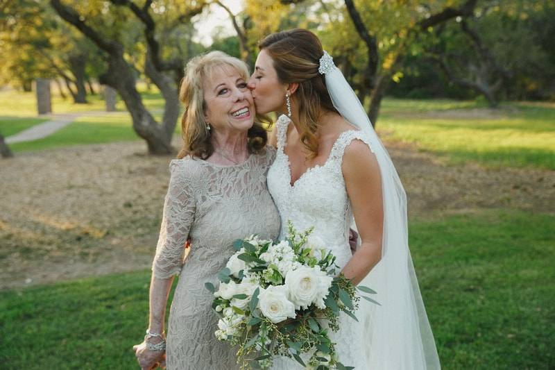 5 Ways to Love Your Mom on Your Wedding Day