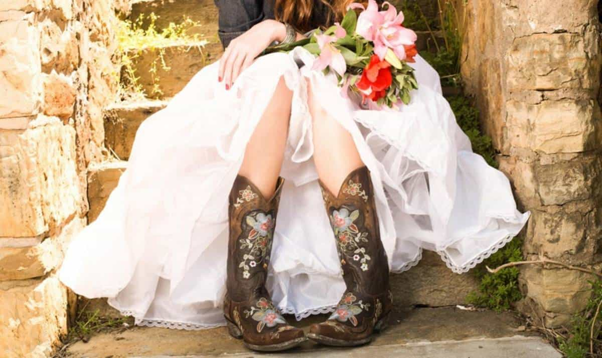 Tips for choosing the perfect shoes for your outdoor for Wedding dress cowgirl boots