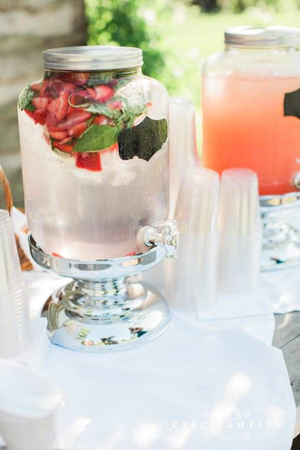 X Ways to Keep Your Guests Comfortable at an Outdoor Wedding
