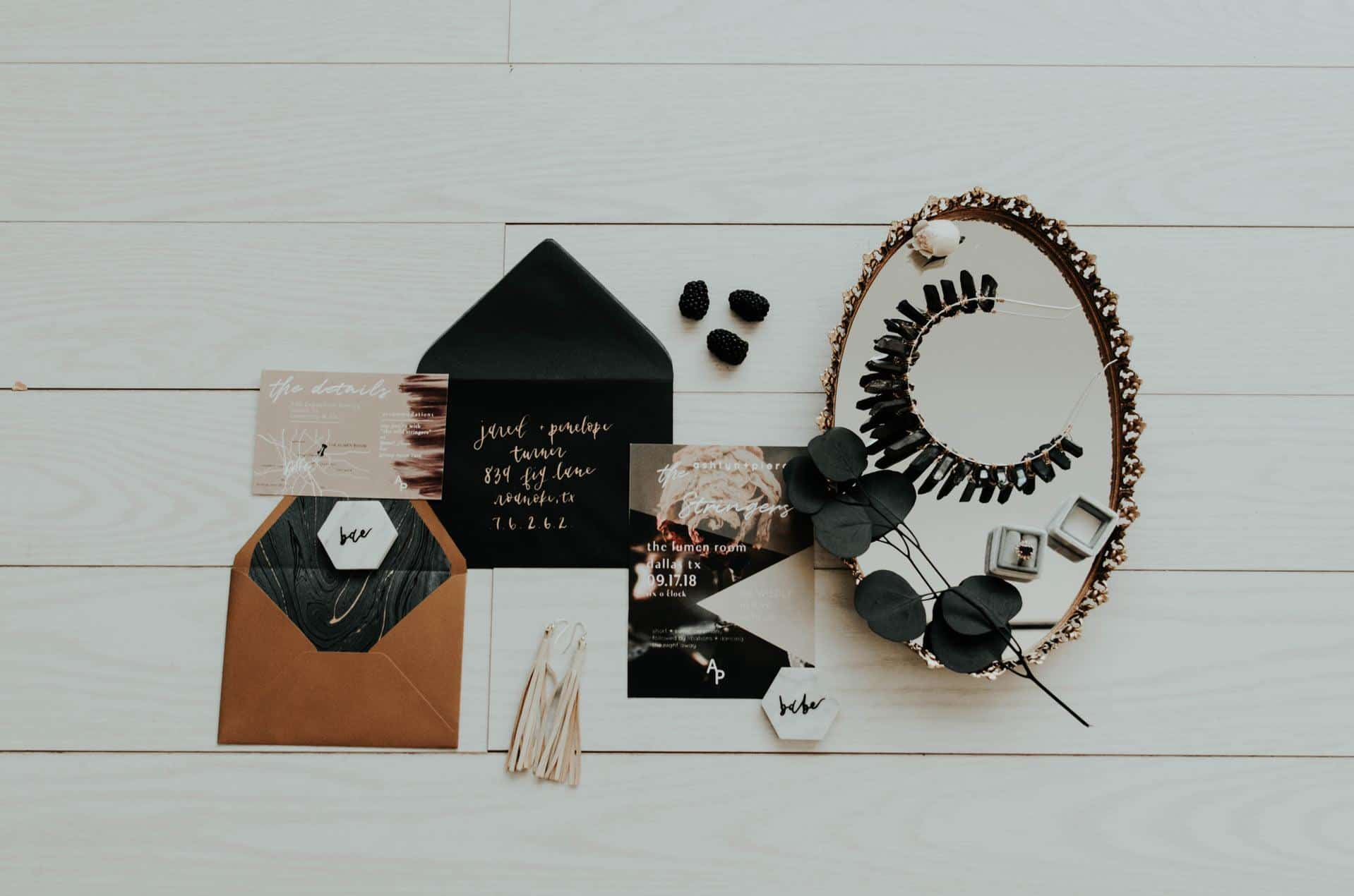D:\Работа\SEO\GUEST POSTS\POSTS 2019\15.07.2019\Ryan Top 10 Trendy Wedding Invitations 2019\modern-wedding-invitations-stylish-invitation-with-envelope-photo-by-morgan-mcdonald-on-unsplash.jpg