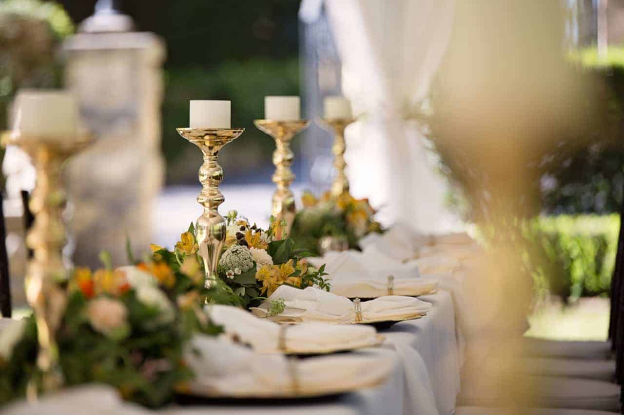 8 Budget-Friendly Winter Wedding Decor Ideas